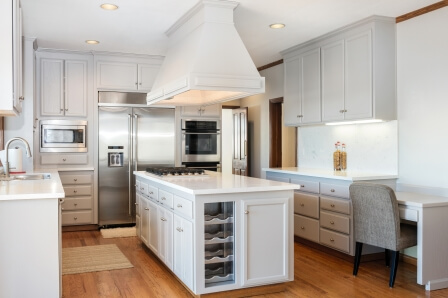 4 Advantages of Resurfacing Cabinets Instead of Buying New Ones